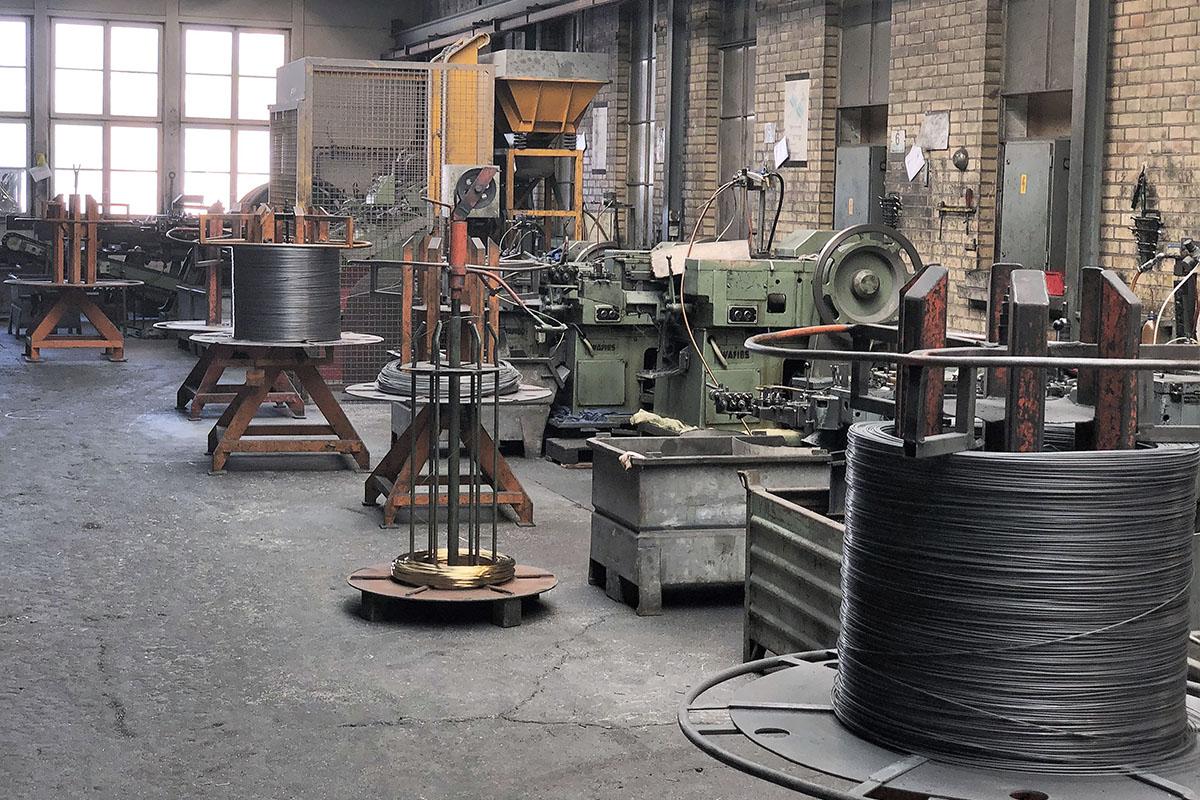 1200px-Maschinenpark_der_Nagelfabrik_St._Gallerstrasse_